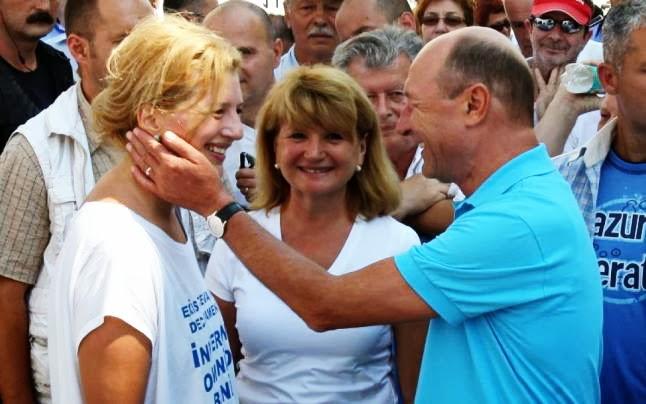 Ioana, alături de tatăl ei, preşedintele Traian Băsescu