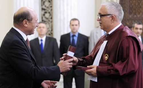Suspendarea-lui-Basescu-CCR-se-intruneste-vineri-la-ora-09.00
