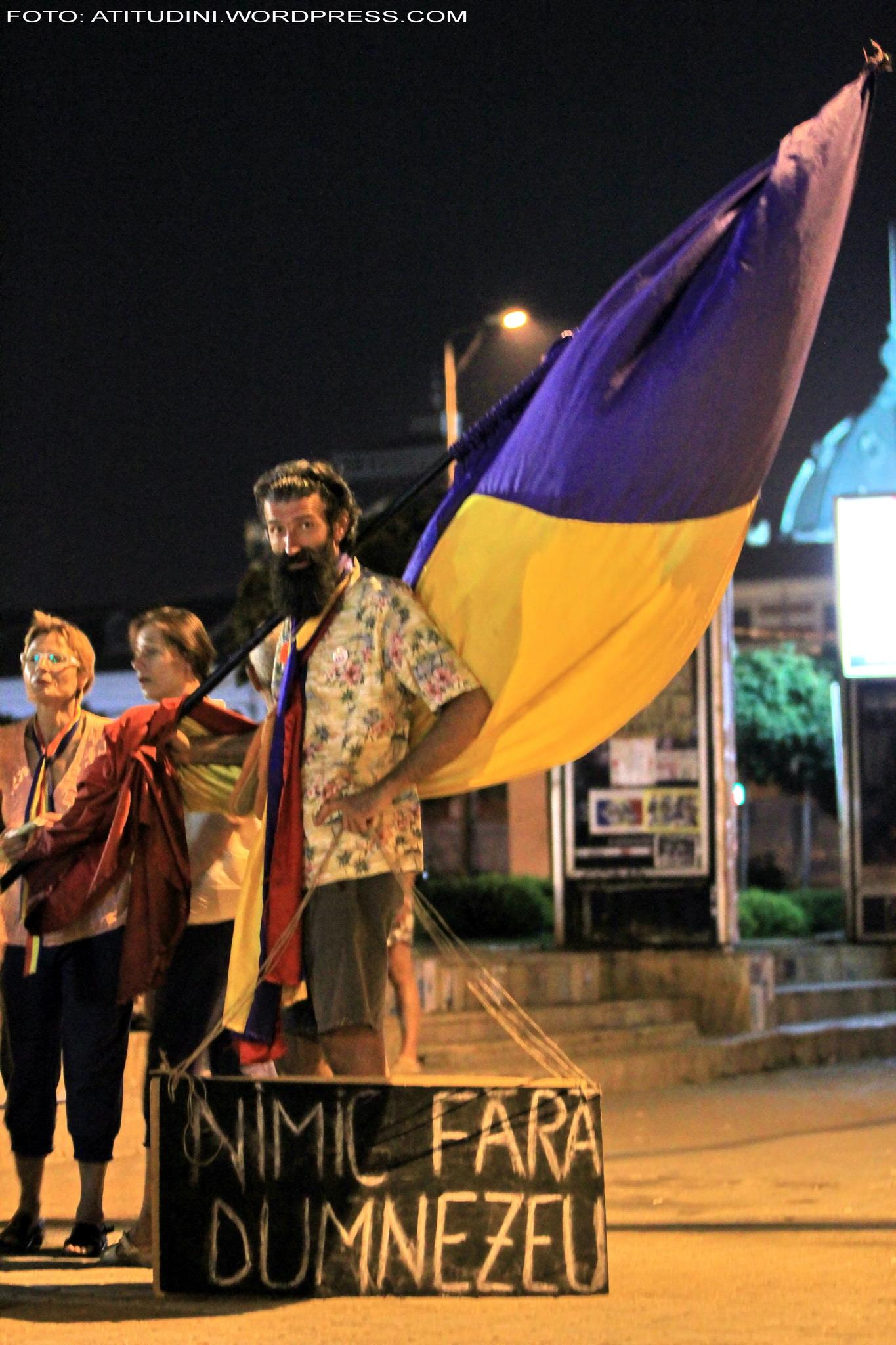 2012_08_25_piata_universitatii_ceraz_avramuta