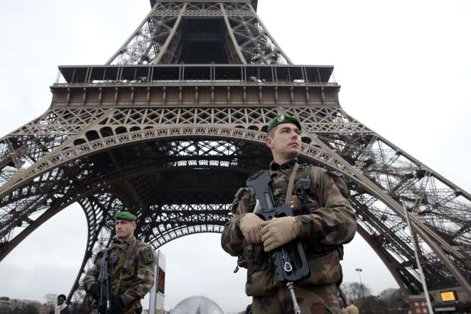 Europa te halesc! Military-Presence-in-Paris