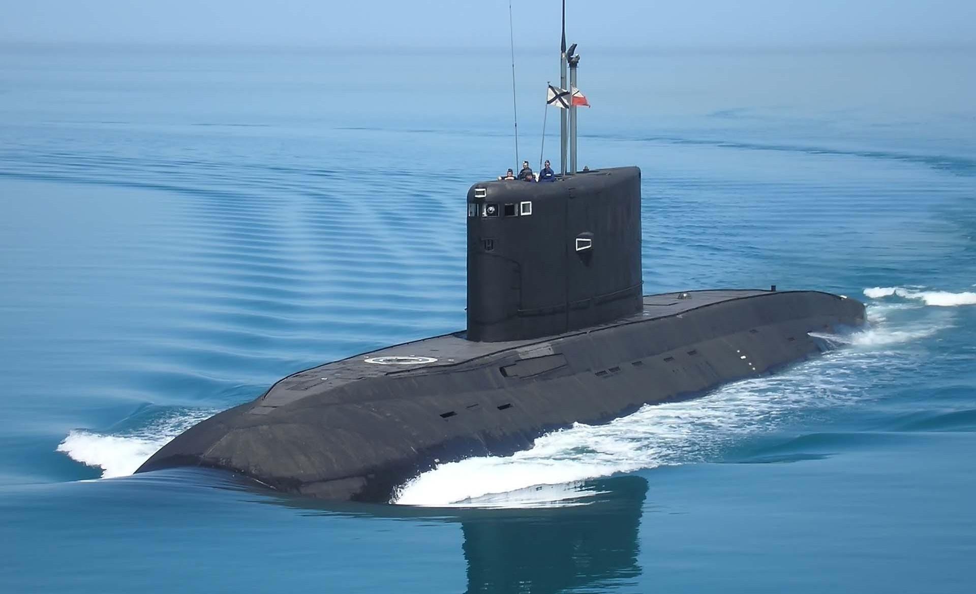 Entre as 15 novas embarcações que ingressarão na Frota do Pacífico estão o submarino diesel-elétrico Pertropavlovsk-Kamchatsky do Projeto 636.3
